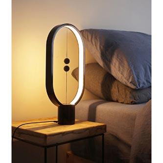 Stolní lampa Heng Balance Ellipse, černá, 5V/1A, teplá bílá, USB, s vypínačem ve vzduchu, Allocacoc